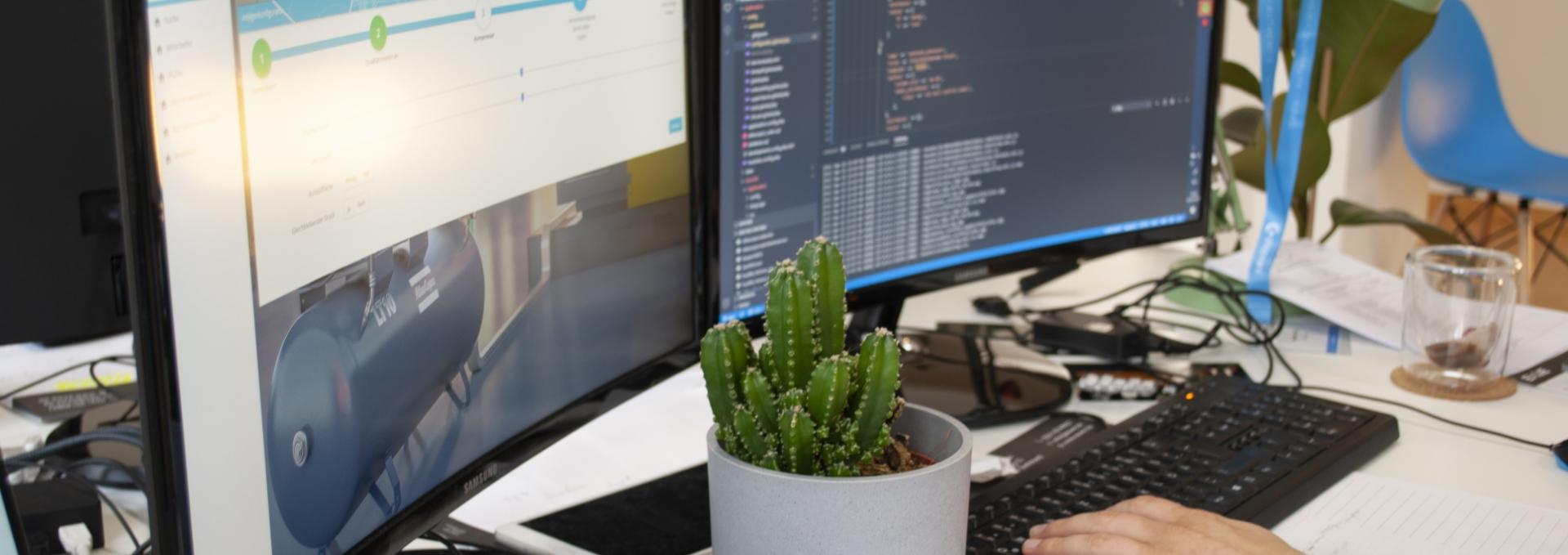 Foto Schreibtisch mit PC